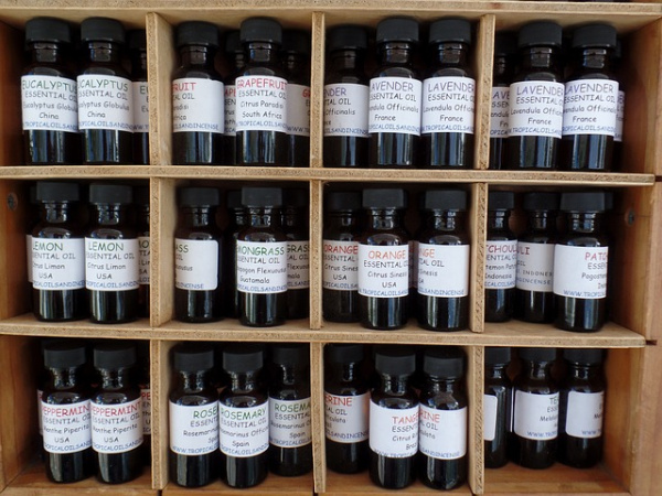 Huiles essentielles pour créer son parfum